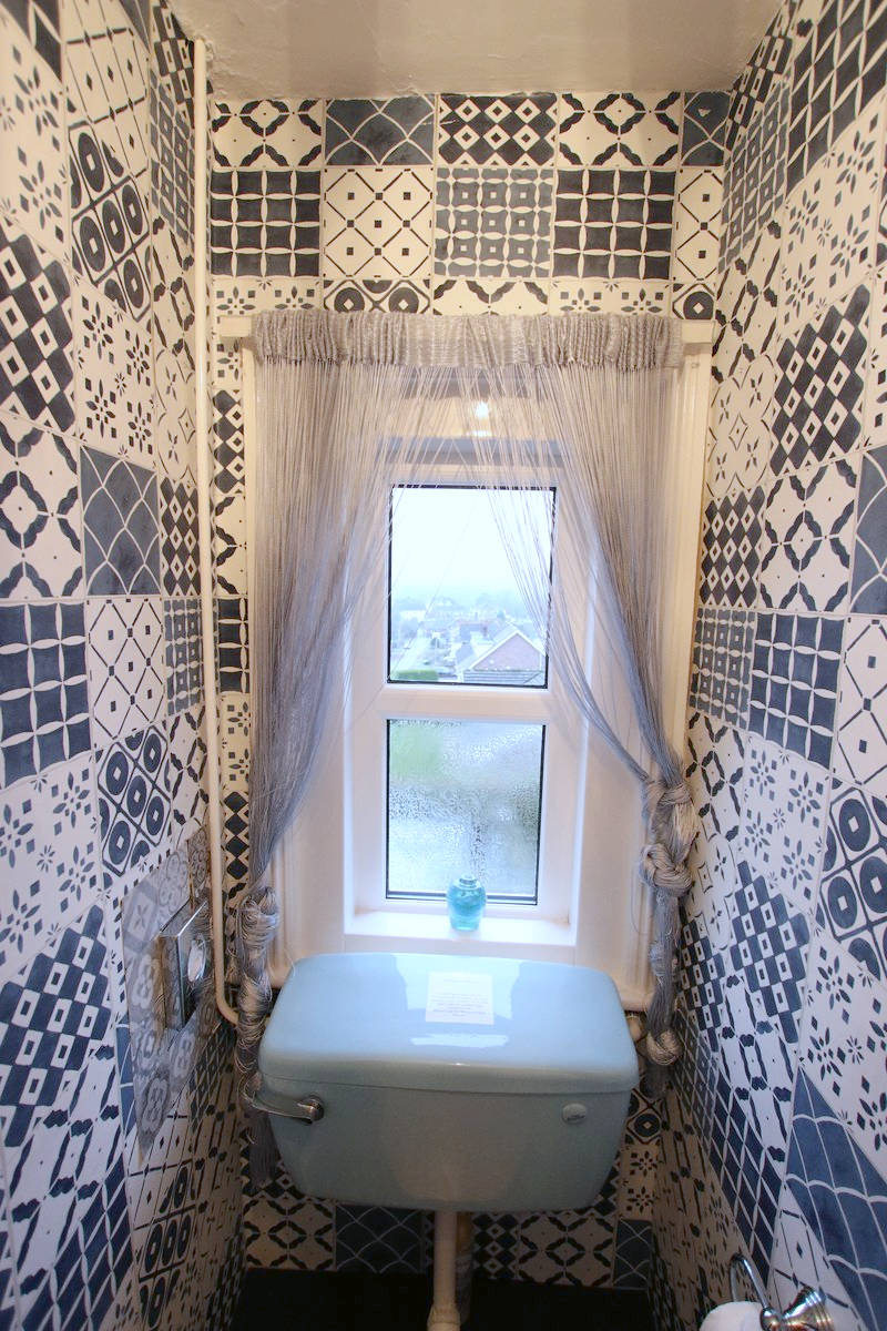 Image of Greylands Guesthouse Llandrindod Bathroom Starling 012