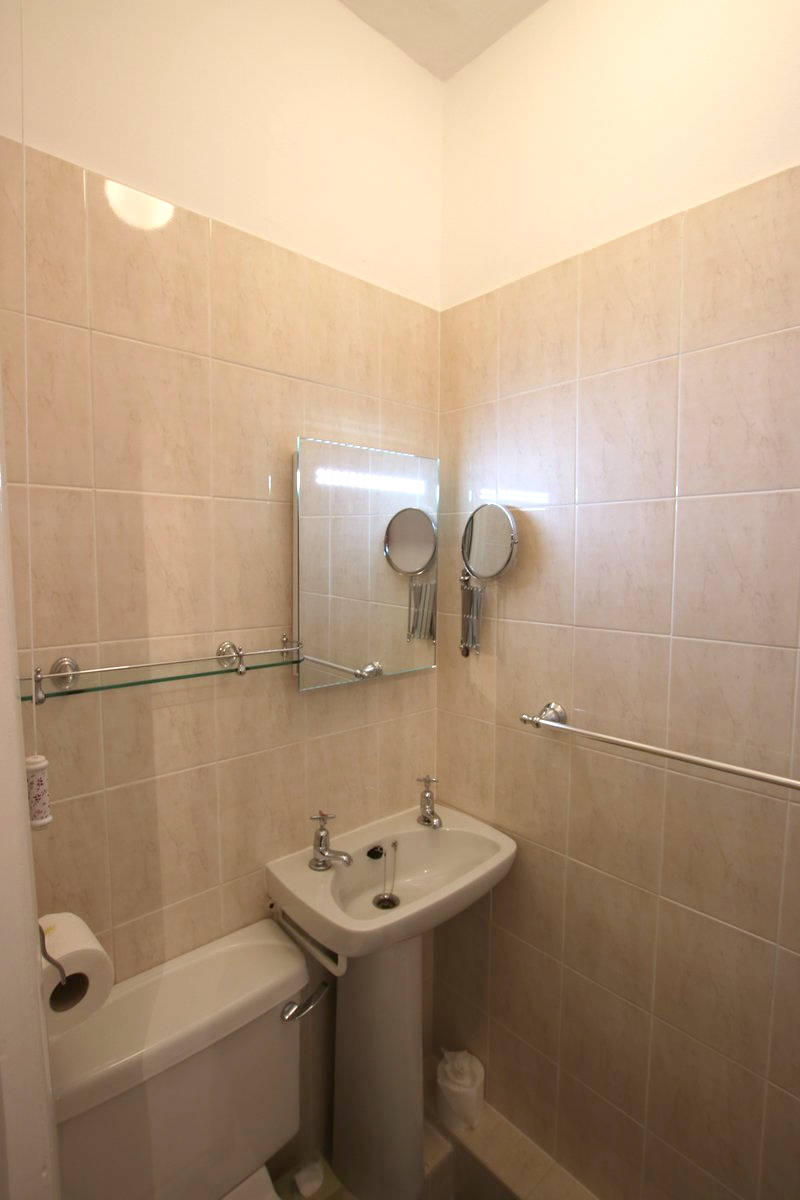 Image of Greylands Guesthouse Llandrindod Double Room Nightingale 018