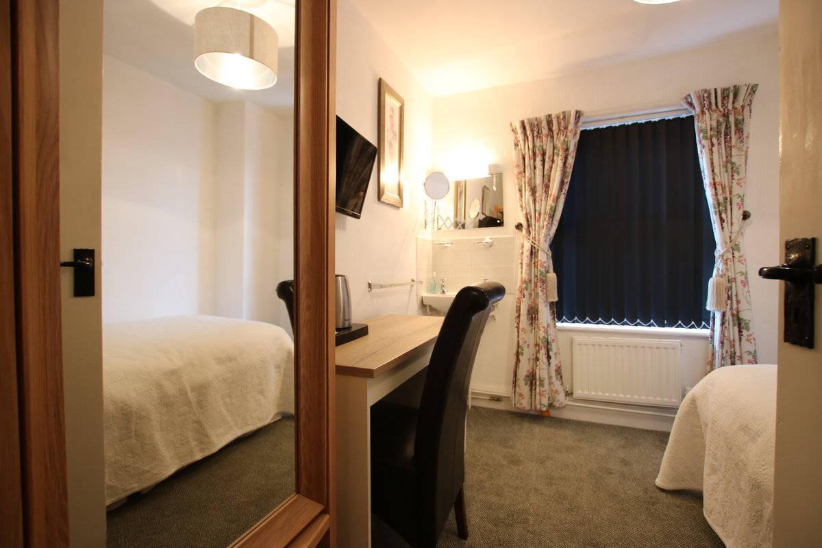 image showing Greylands Guesthouse Llandrindod Single Room Starling 007